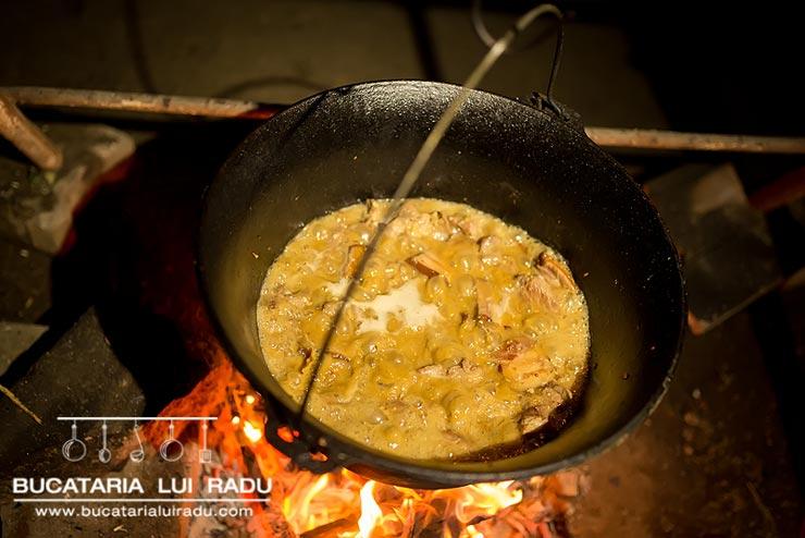 carne fripta la ceaun 3