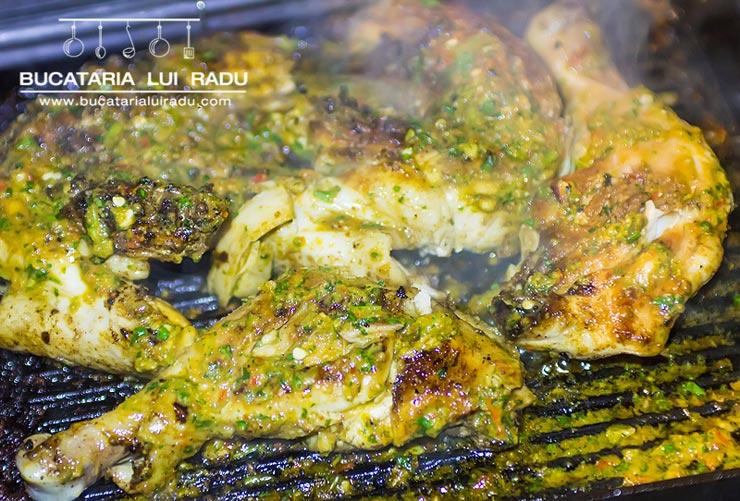 Pui la grill (gratar) marinat cu arome asiatice.