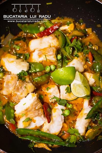 curry de peste cu sos rosu tailandez