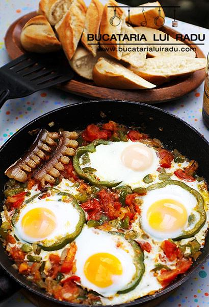 oua cu ardei gras si slanina