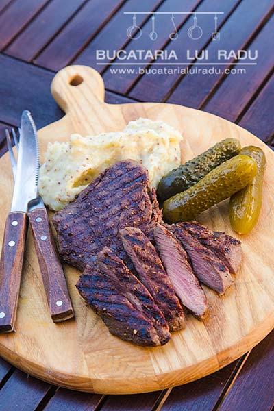 carne de strut la gratar cu piure