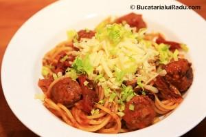 spaghete cu carnati reteta culinara