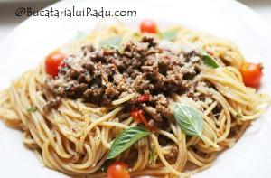 spaghetti bolognese reteta culinara