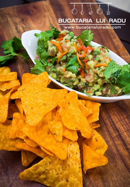 guacamole mexican chips