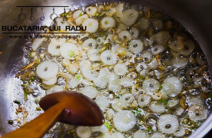 supa spaniola de usturoi preparare 1