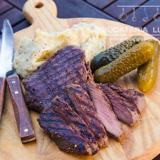 carne de strut la gratar