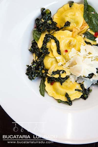 reteta culinara ravioli cu sos